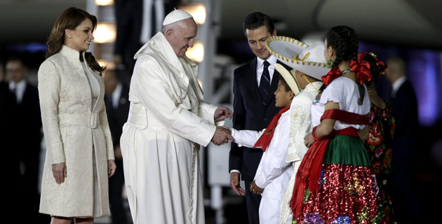2016-02-13T034802Z_279507107_GF10000306728_RTRMADP_3_MEXICO-POPE-ARRIVAL_0